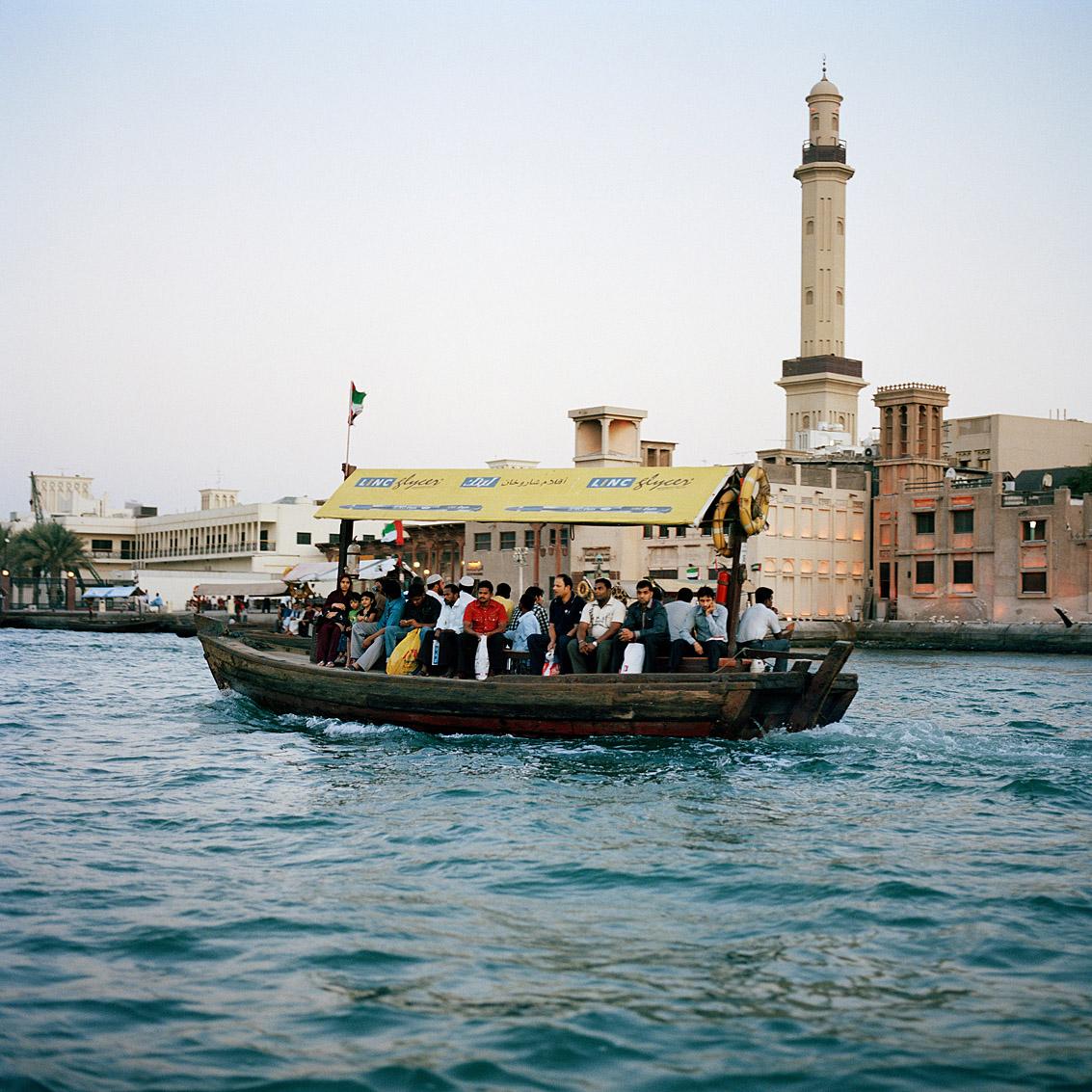 Ces bateaux, Abra, font la liaison entre les deux rives du Creek, ils sont le moyen de transport de nombreux travailleurs; Dubaï.