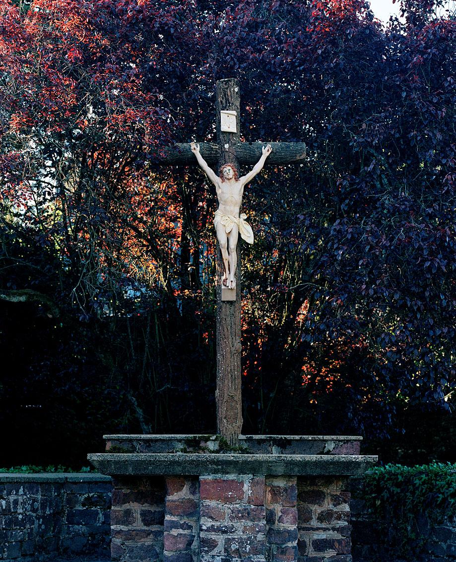 Christ en lisière de la forêt de Brocéliande, Morbihan.