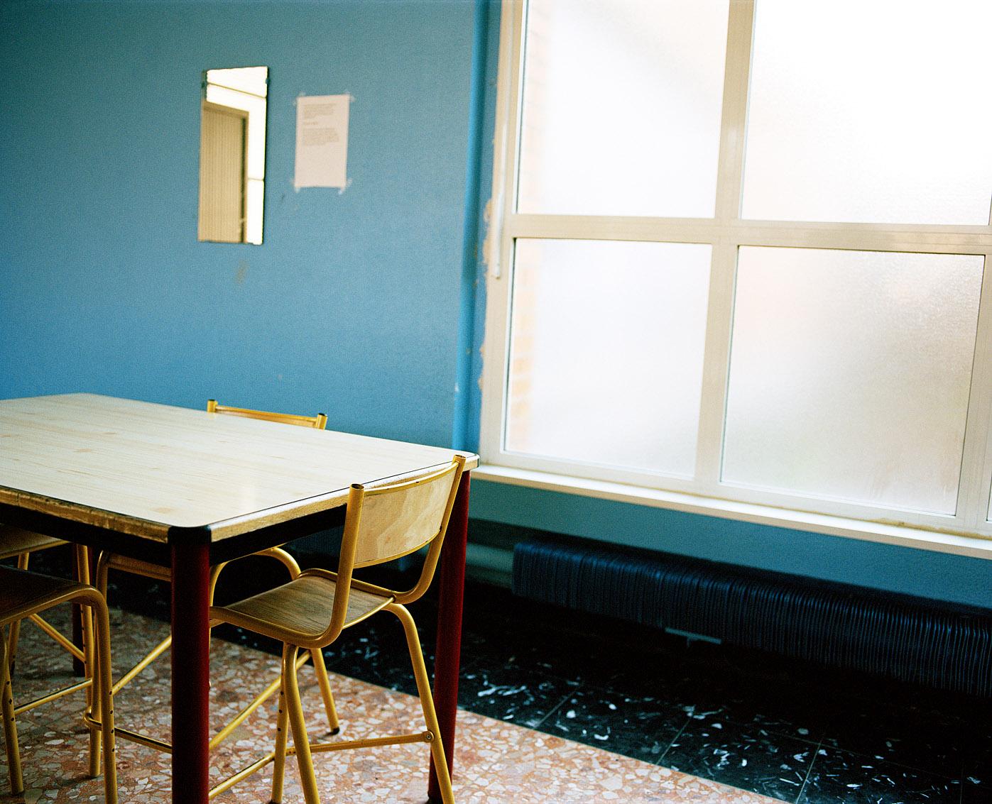 Salle d'attente, côté femmes, des bains-douches municipaux Fives de Lille.