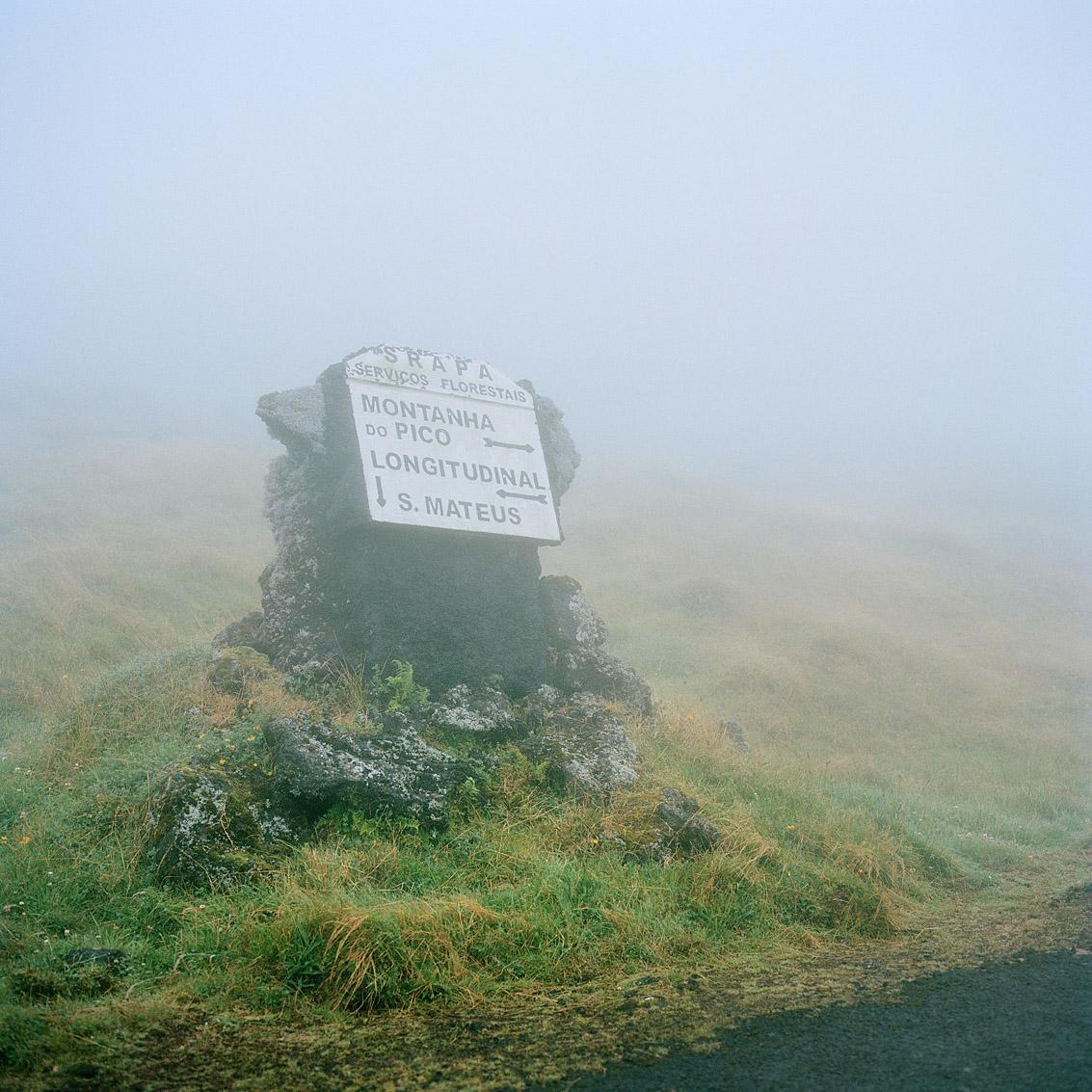 Sur la route du cratère du volcan Pico de l'archipel des Açores; Portugal.