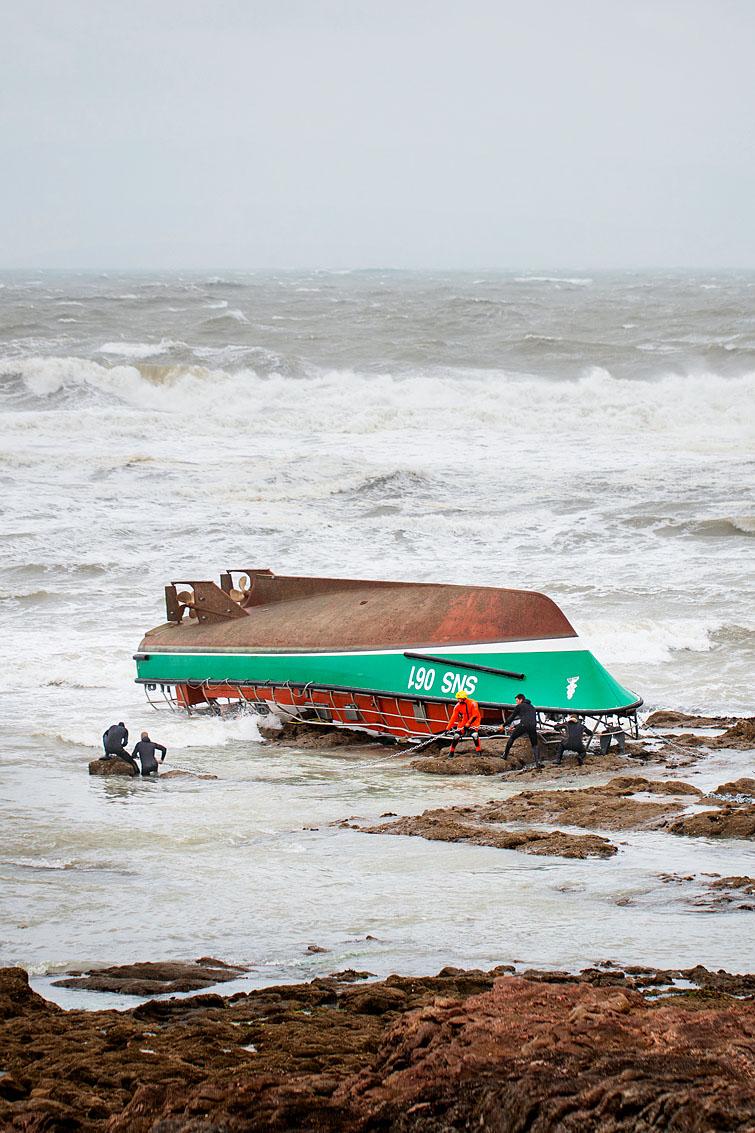 Les Sables d'Olonne, le 7 juin 2019. Naufrage du canot tout temps Patron Jack Morisseau de la SNSM à proximité immédiate de la plage de Tanchet lors de la tempête Miguel.