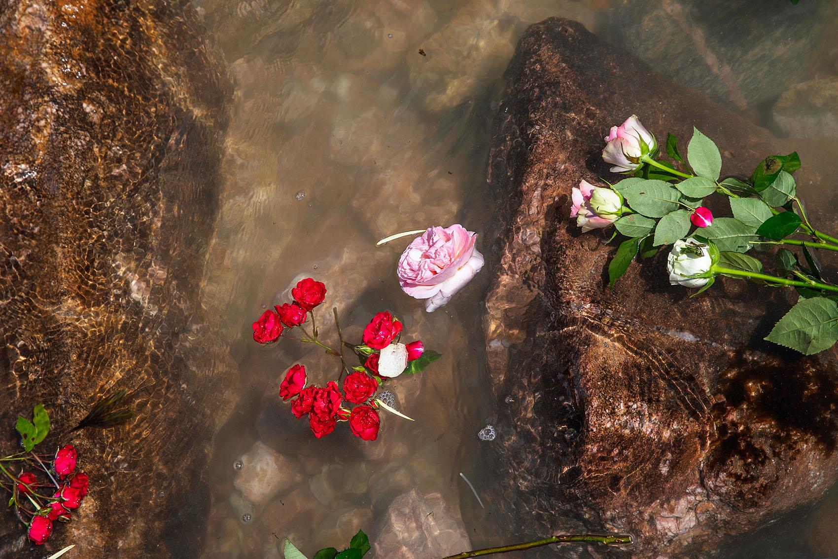Les Sables d'Olonne, le 10 juin 2019. Les sablais sont venus déposer des fleurs sur le site du naufrage.