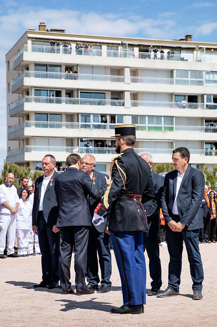 Les Sables d'Olonne, le 13 juin 2019. Hommage national aux sauveteurs du canot Jack Morisseau. Le Président de la République vient de remettre les légions d'honneur aux quatre sauveteurs rescapés.