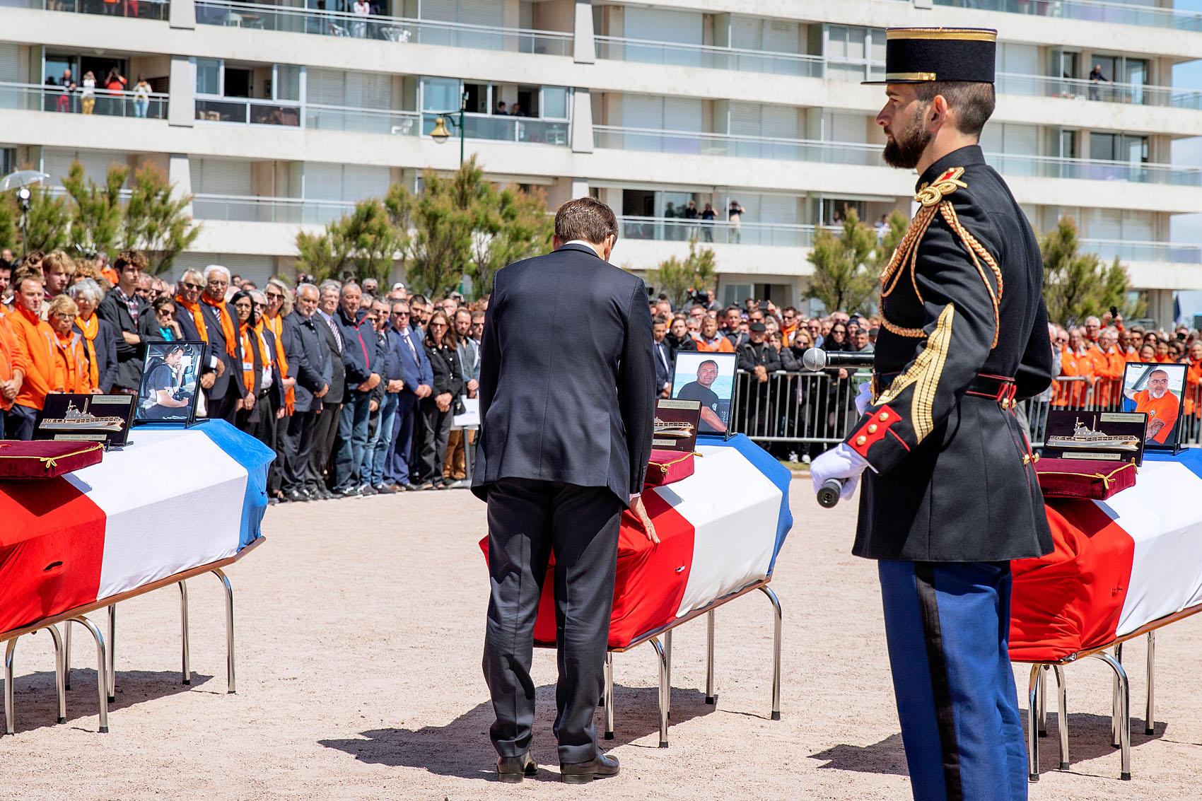 Les Sables d'Olonne, le 13 juin 2019. Hommage national aux sauveteurs du canot Jack Morisseau. Le Président de la République vient de remettre les légions d'honneur posthume aux trois sauveteurs du Jack Morisseau.
