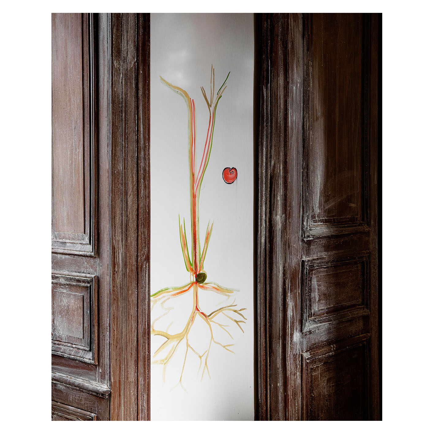 Peinture de Fabrice Hyber sur le mur d'un bureau de sa propriété en Vendée.