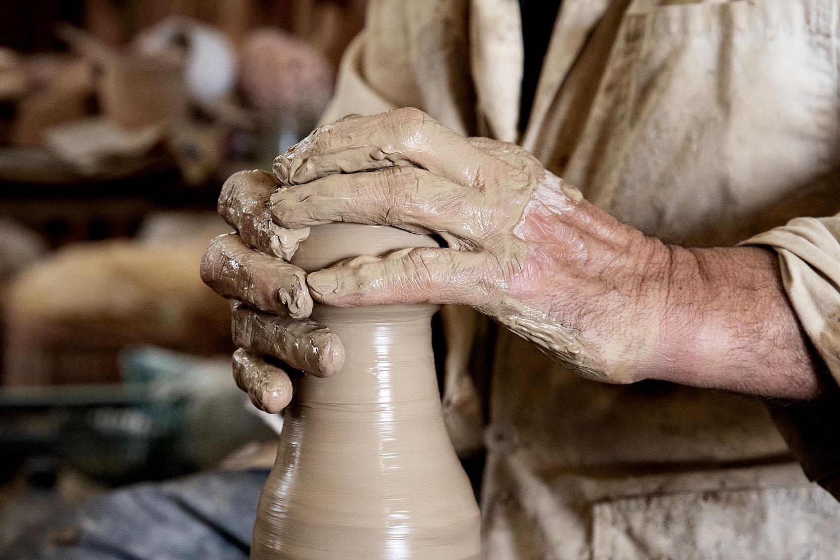 Artisan potier, Nabeul, Tunisie.