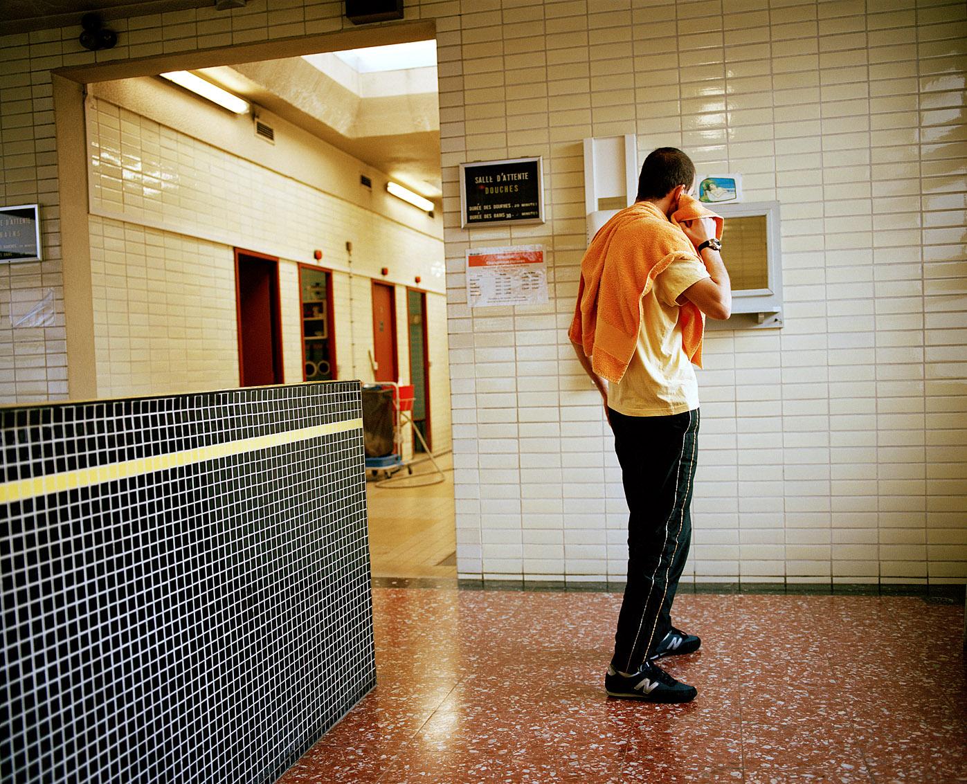 Karim est un habitué des bains-douches Wazemmes à Lille.