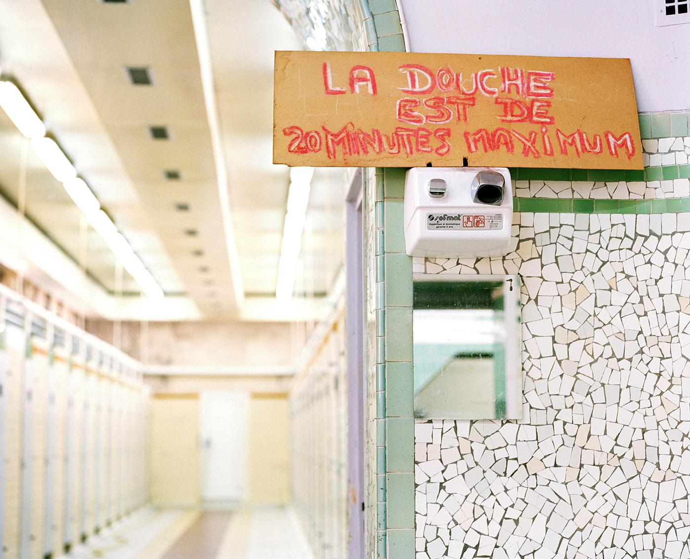 Salle d'attente des bains-douches Bidassoa, Paris.