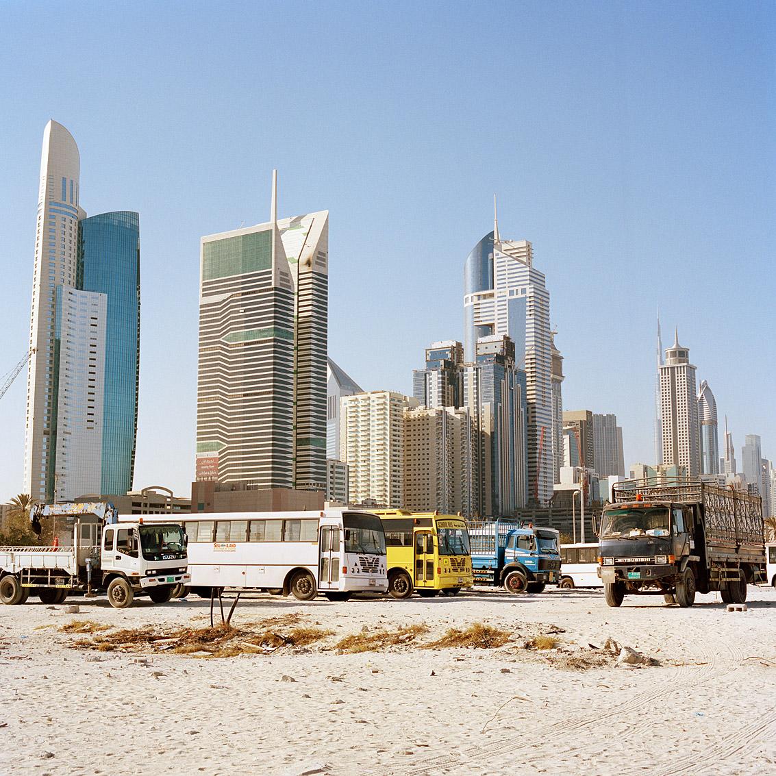 Le centre des affaires de Dubaï vu depuis le quartier résidentiel de Satwa.